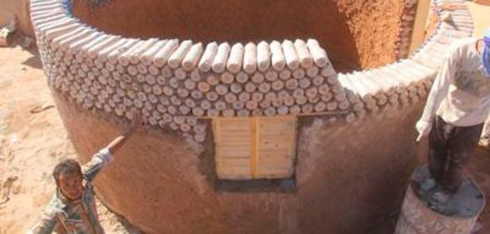 Refugiados saharauis vivirán en casas construidas con botellas rellenas de arena