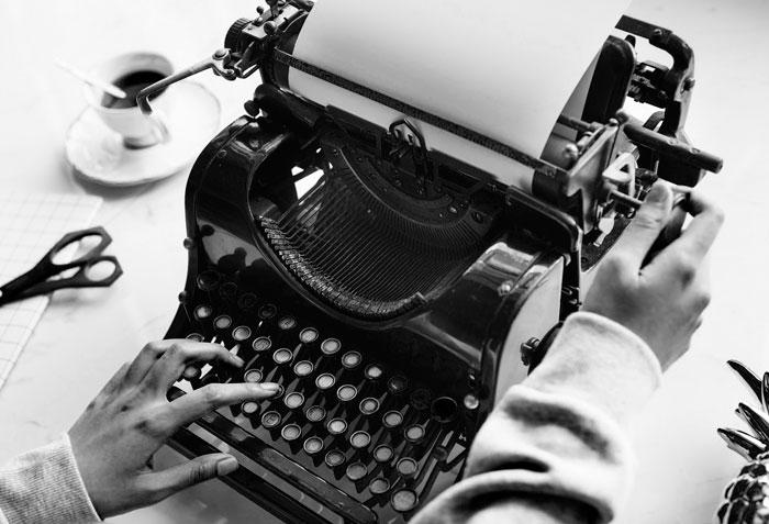 De Telémaco a Marías: las escritoras mediocres, ridículas, inútiles